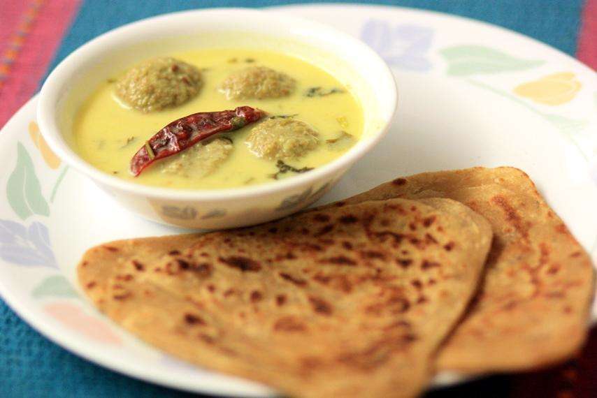 Lauki Ke Gatte/ Steamed lauki kofta curry