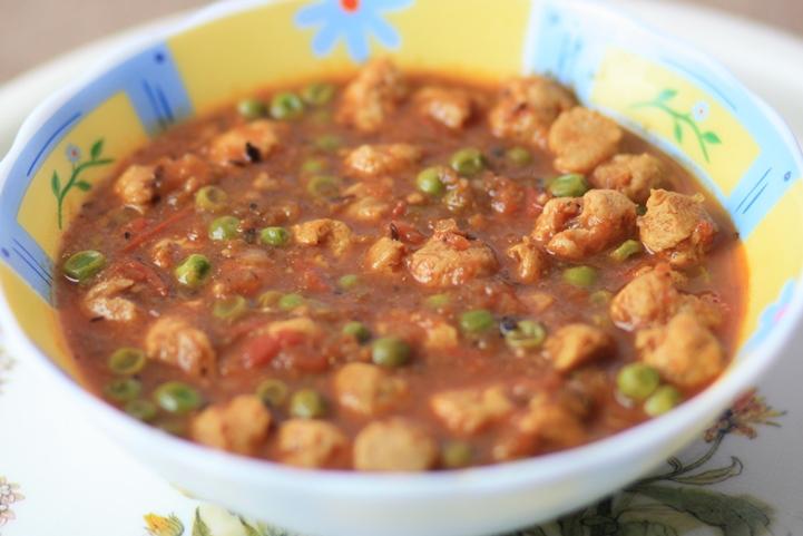 soya chunks and peas gravy, soya chunks recipe, nutrela recipe, nutrela soya chunks recipe