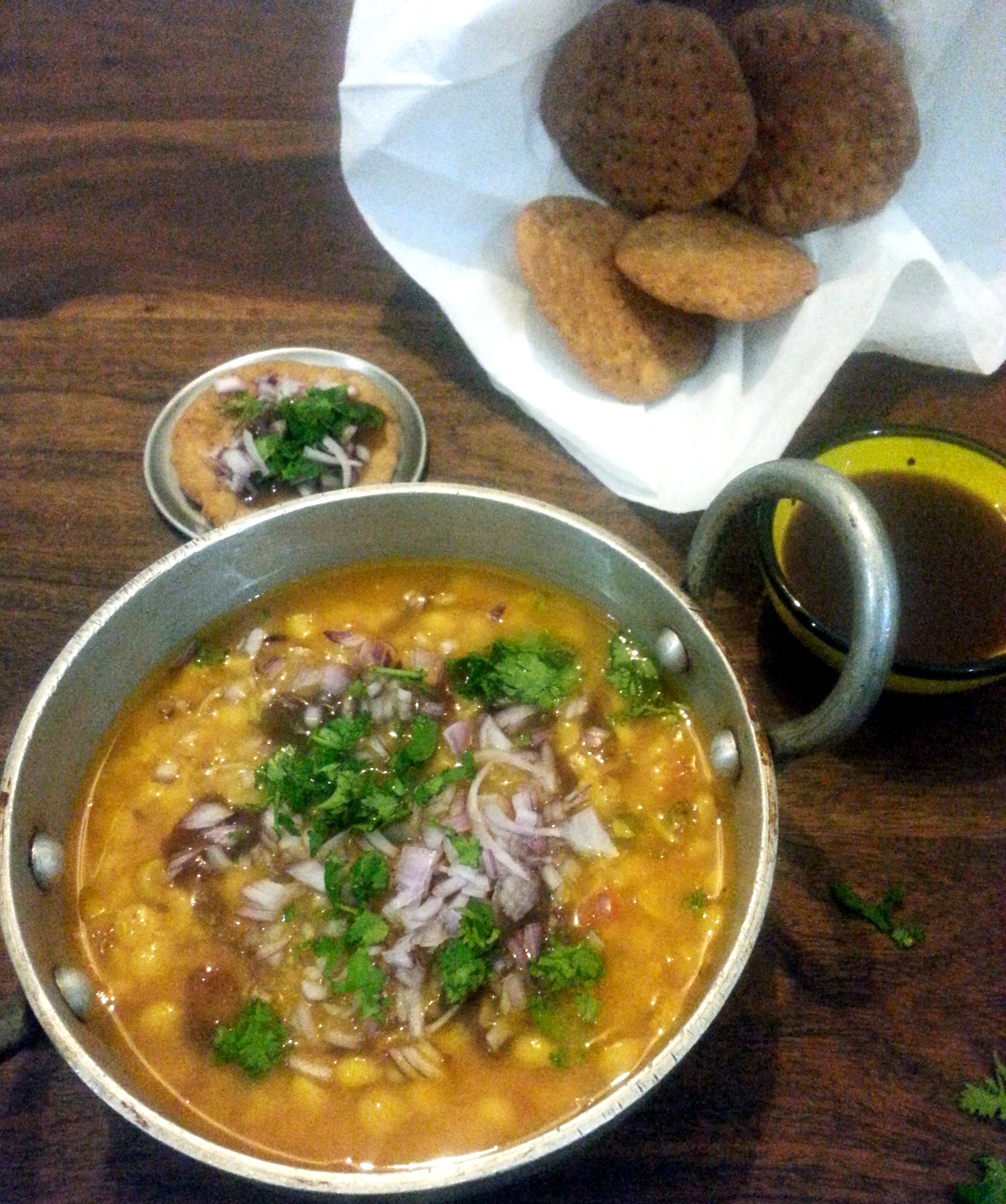 Daal Pakwaan (Lentils with crisp flat bread)