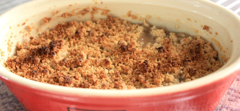 pear crumble, pear crumble with ice cream, crumble recipe, warm dessert