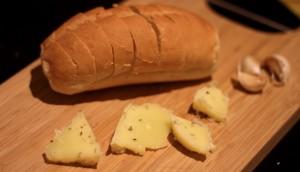 how to make garlic bread at home, baguette de alho, garlic butter