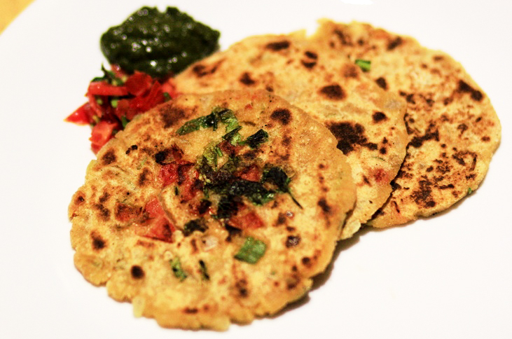 gluten free corn meal flat bread with tomatoes, onions and spices, pyaaz tamatar ka tikkad