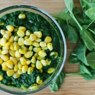 spinach and corn curry recipe, palak makai ki sabzi
