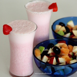 Banana and strawberry smoothie recipe, breakfast fruit smoothies recipes