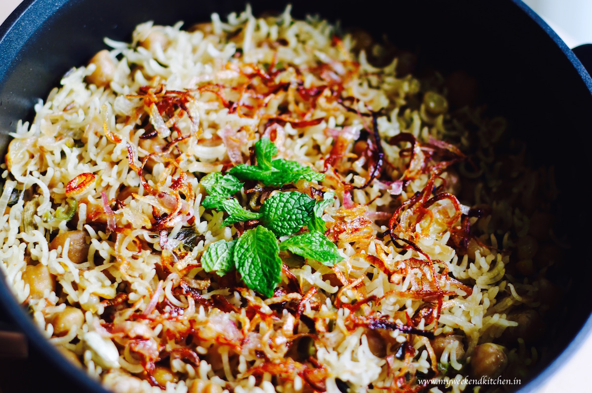 chana kishmish pulao recipe, chickpea and raisin rice pilaf recipe