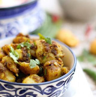 dry aloo ki sabzi, indian potato fry