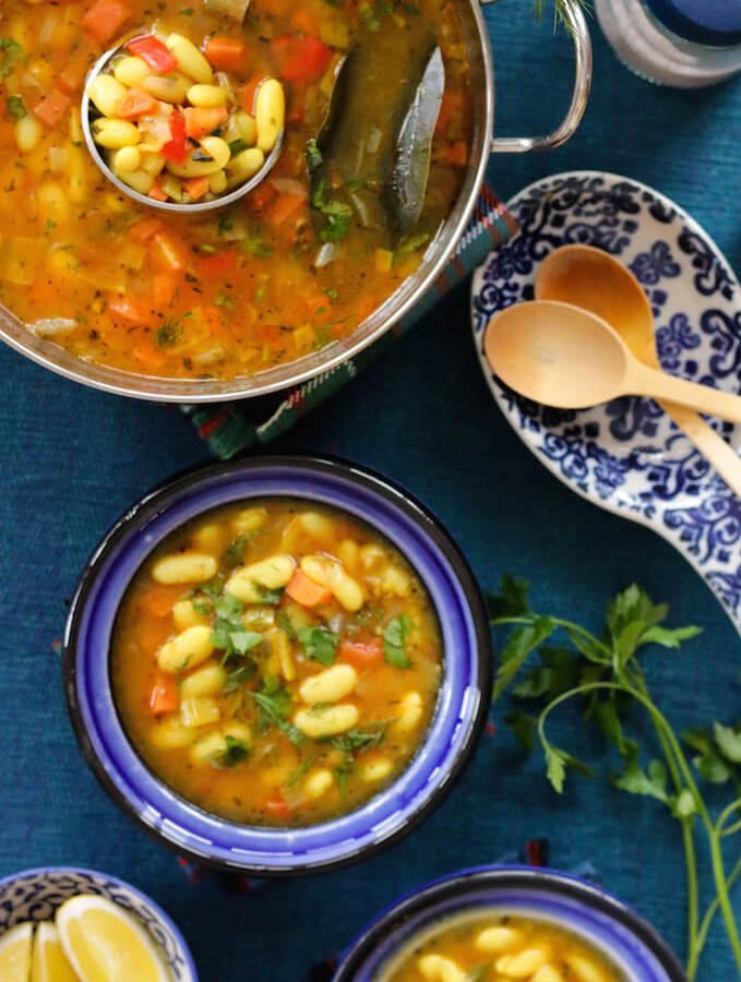 easy vegetarian white bean soup