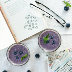 healthy and easy blueberry and banana smoothie