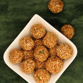 til ke laddu, sweet sesame balls