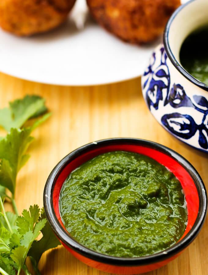 Indian green chutney for snacks, coriander and mint chutney recipe