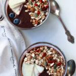 açaí smoothie bowl, vegan smoothie bowl