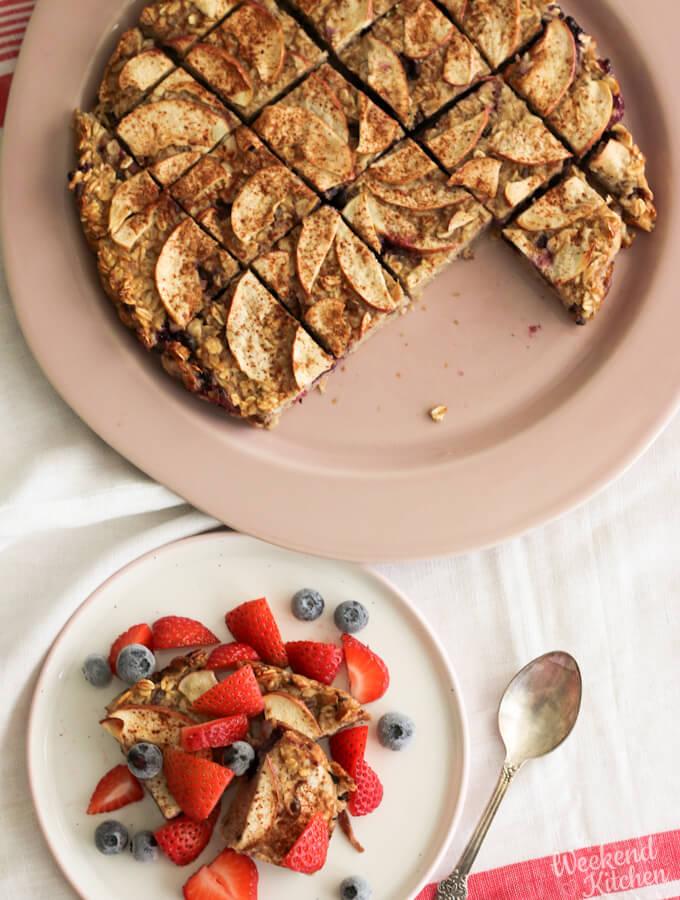 Baked oatmeal cups for healthy breakfast recipe