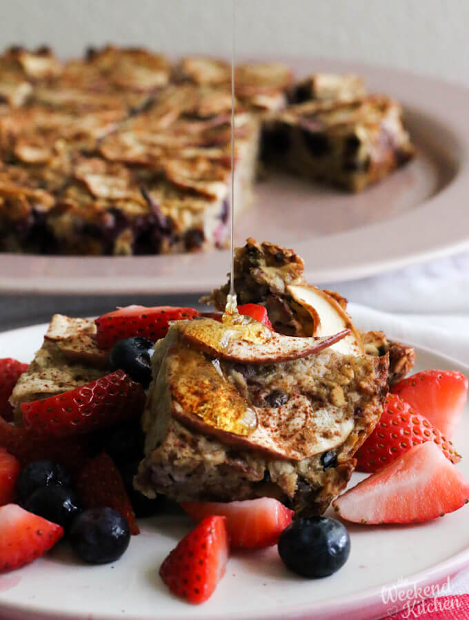 Baked oatmeal with apple and blueberries