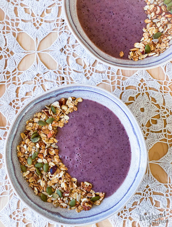 blueberry banana smoothie bowl vegan and gluten-free
