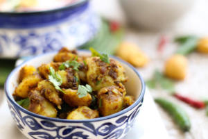 dry aloo ki sabzi, indian potato fry